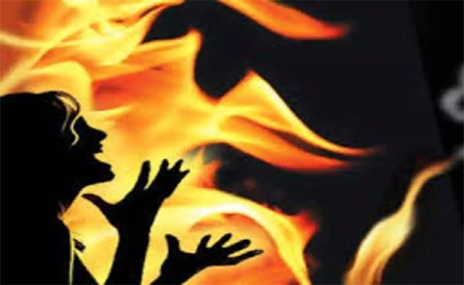 Young Woman Deceased Fire Accident In Chennai - Sakshi