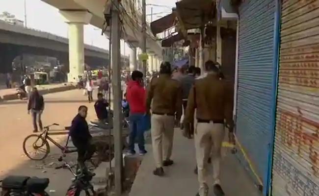 Delhi Government Withdraws Orders Shut 2 Markets Covid Safety Violations - Sakshi