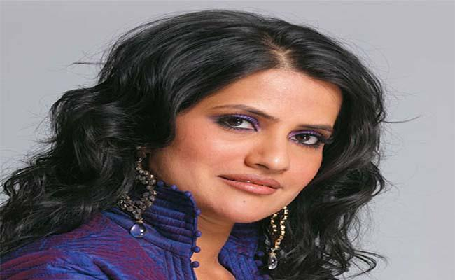 Sona Mohapatra Recalls Advice To Wear Dupatta Properly After Harassed - Sakshi