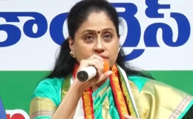 Vijayasanthi Comments Over TRS And AIMIM - Sakshi