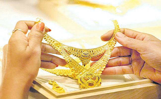 Gold rate today declines on vaccine optimism - Sakshi
