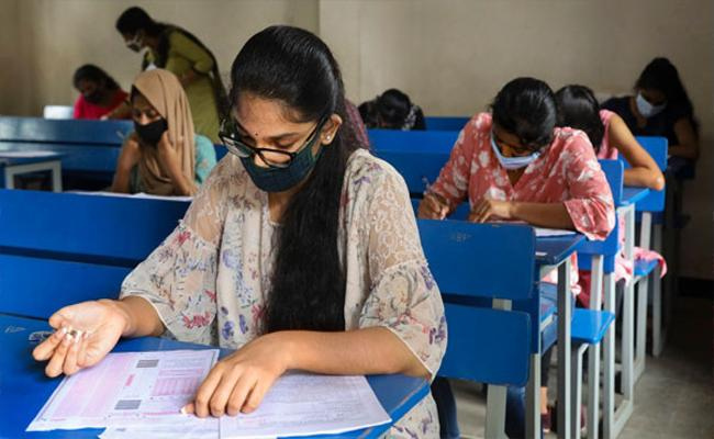 Central Government Taken Decision To Conduct JEE In Regional Languages - Sakshi