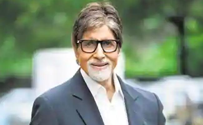 Amitabh Bachchan Secret Selfie With Wife And Daughter At Work - Sakshi