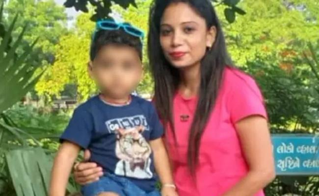 man kills pregnant live in partner In Gujarat - Sakshi