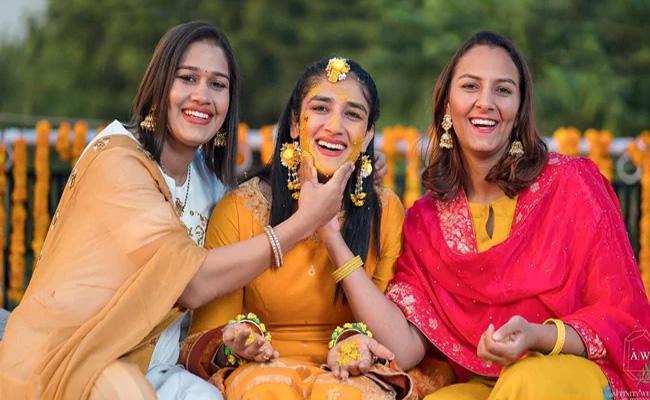 Sangeeta Phogat Shares Her Haldi Ceremony Photos - Sakshi