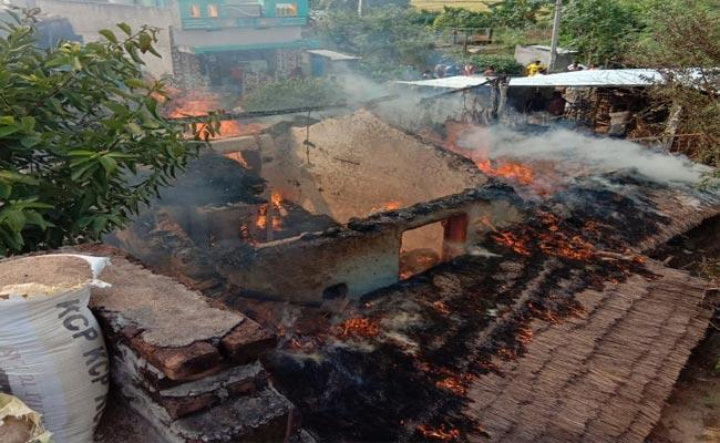 9 Lakh Rupees Burnt In Srikakulam District - Sakshi
