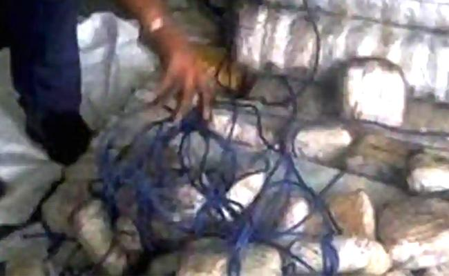 Coast Guard Seizes More Than 100kg Of Pak Drugs - Sakshi
