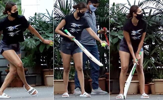 Pics Of Malaika Arora Playing Cricket With Son Arhaan - Sakshi