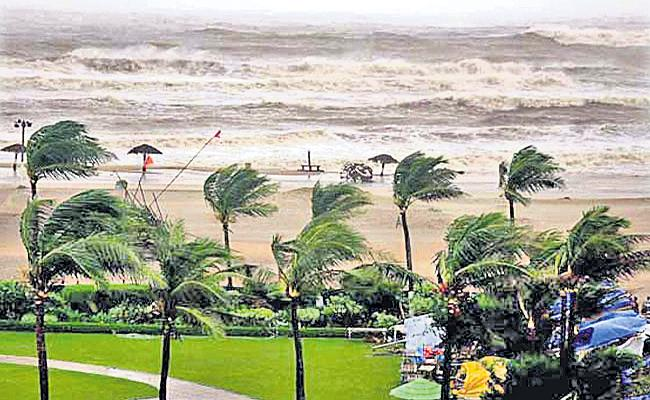 Nivar Cyclone Effect To Chennai - Sakshi