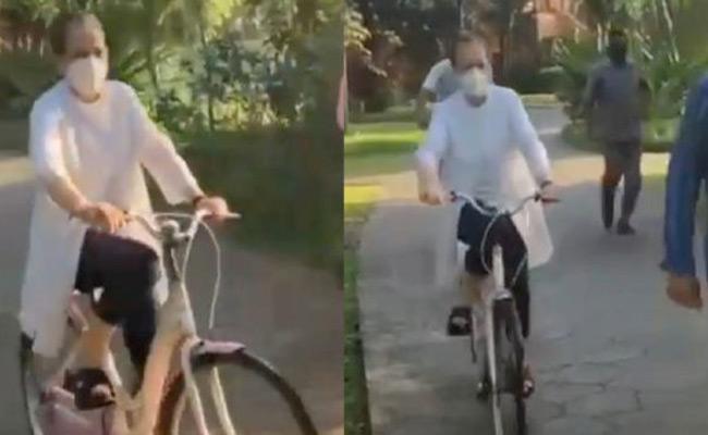 Sonia Gandhi Cycling In Goa - Sakshi