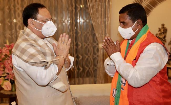 TRS Leader Swamy Goud Jions BJP In Presence Of JP Nadda - Sakshi