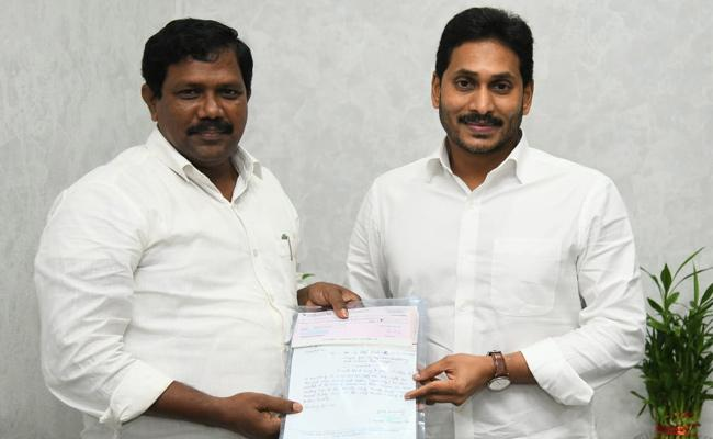 51 Lakh Donated To AP CM Relief Fund - Sakshi