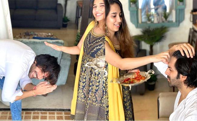 Kartik Aaryan's Sister Kritika Tiwari Calls Him '6 Feet Tall Baby' - Sakshi