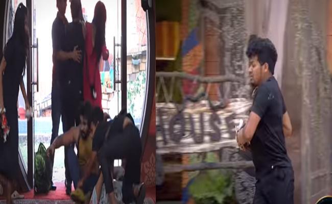Bigg Boss 4 Telugu : What Is Relation Between Avinash And His Doll - Sakshi