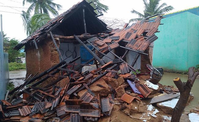 Cyclone Nivar, Weather Forecast Today Live Updates - Sakshi
