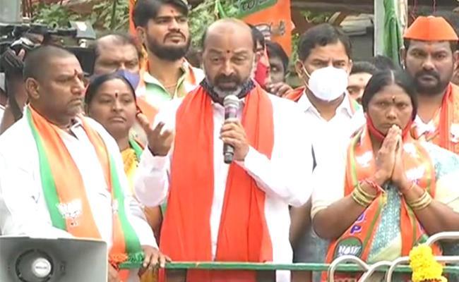 Bandi Sanjay Kumar Slams TRS And AIMIM At Hyderabad - Sakshi