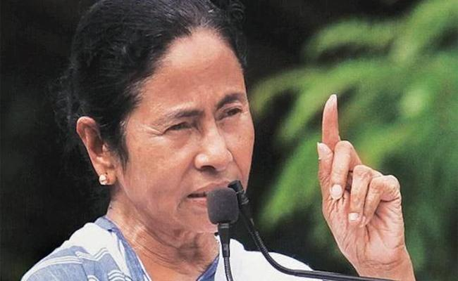 Mamata Banerjee to Amit Shah: No place for outsiders in Bengal - Sakshi