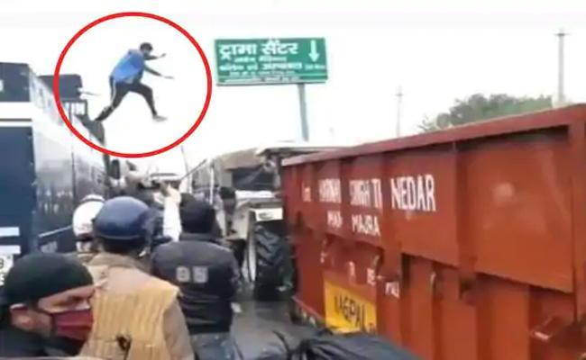 Young Protestor video Virul In Social Media - Sakshi
