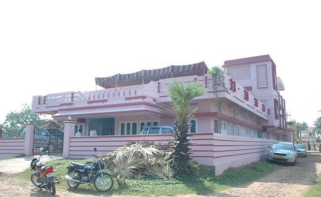 Doctor Assassinated In Avanigadda In Krishna District - Sakshi