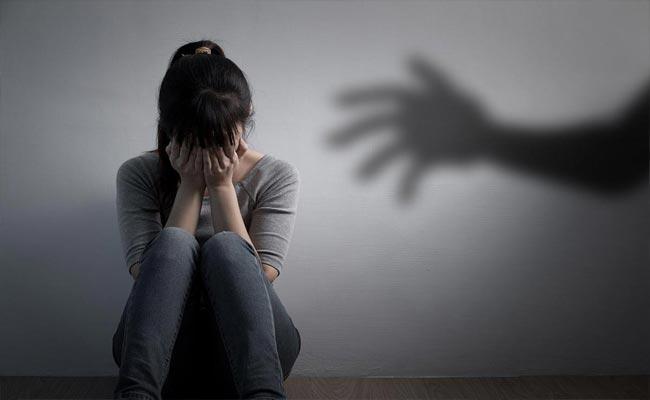 Minor Girl Molested In Thane Maharashtra - Sakshi
