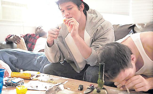 Delhi and Mumbai are among the worlds most stoned cities - Sakshi