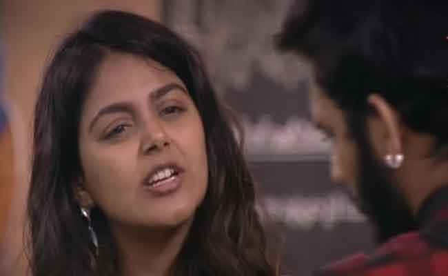 Bigg Boss 4 Telugu: Akhil Expecting More From Me Says Monal Gajjar - Sakshi