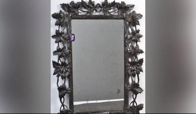 Family Stunned That Their Bathroom Mirror Once Belonged To Marie Antoinette - Sakshi