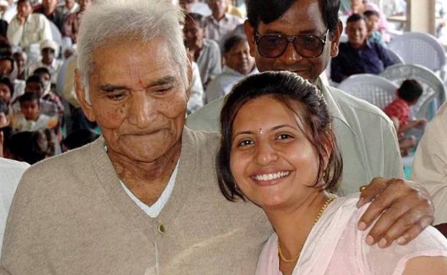Granddaughter of Baba Amte commits suicide  - Sakshi