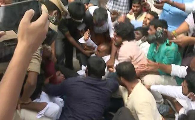 BJP Cadre Protest On Commissioner Office In Hyderabad - Sakshi