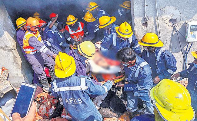 Nine Lifeless as godown collapses after explosion in Gujarat - Sakshi