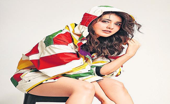 Rashi Khanna join to Aranmanai movie shootings - Sakshi