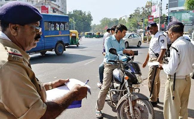 Hyderabad Traffic Police Says No Helmet Driving Licence Abolishment - Sakshi