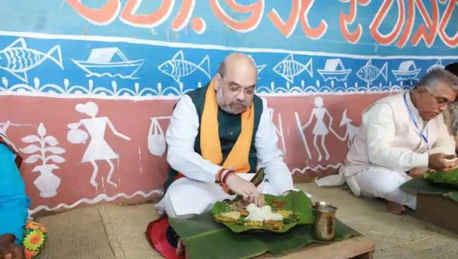 Amit Shah Has Lunch At House Of Tribal - Sakshi