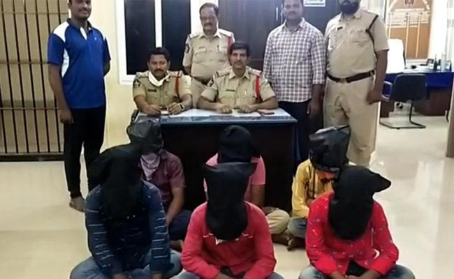 Anantapur Constable Trying To Kidnap Woman Case Update - Sakshi
