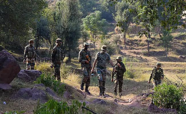 BSF Soldier And Army Soldiers Lost Life In Encounter Near Kupwara - Sakshi