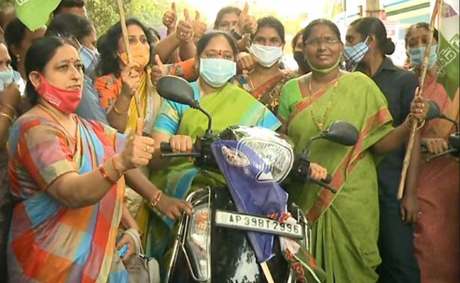 Minister Mekathoti Sucharita Launched Women Bike Rally - Sakshi