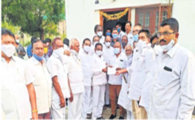 Rice Millers Protest Against FCI In Karimnagar - Sakshi