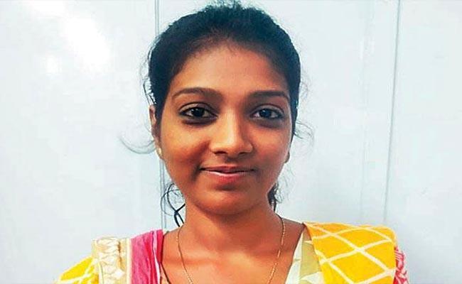 Aspiring Model Steals 2 Lakhs From Relative Home In Mumbai - Sakshi