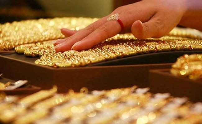 Gold, Silver prices recovered in MCX and New York Comex - Sakshi