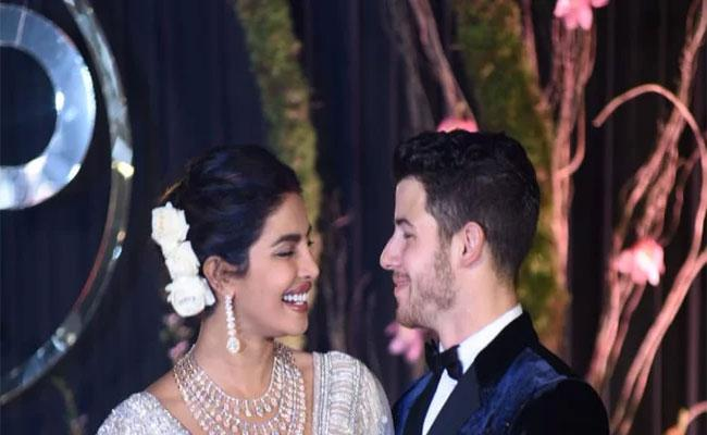 Nick Jonas wishes Priyanka Chopra  - Sakshi