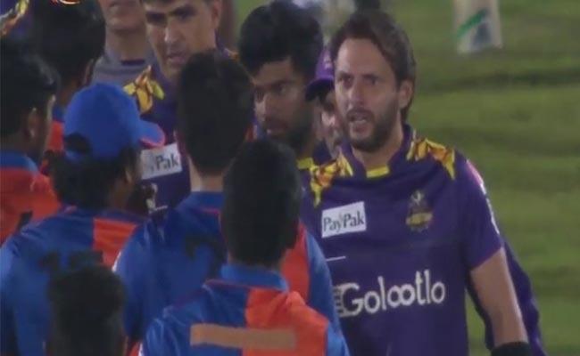 Shahid Afridi Lashes Out Afghan Bowler Naveen ul Haq Abuse Mohammed Amir - Sakshi
