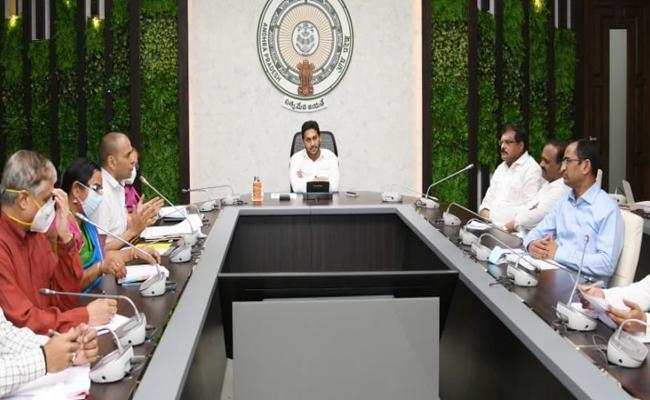 Delhi Aiims Doctors Said Drinking Water Was Safe In Eluru - Sakshi