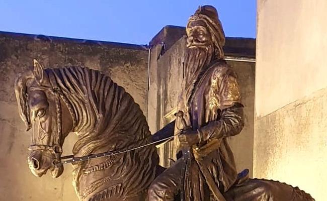 Pakistan Maharaja Ranjit Singh Statue Vandalised Again - Sakshi