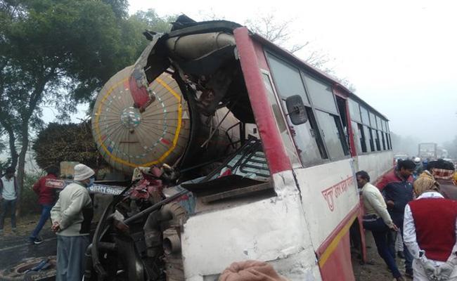 Uttar Pradesh Road Accident: Eight people lost Breath - Sakshi