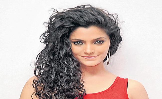 Saiyami Kher Now A Fan Of Nagarjuna Akkineni - Sakshi