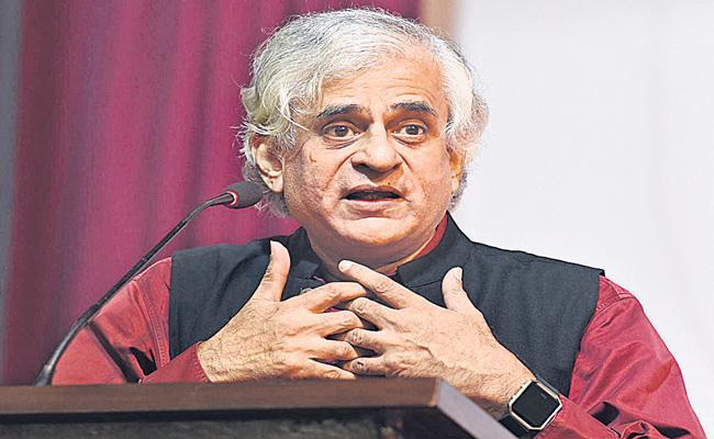 P Sainath calls agri laws unconstitutional - Sakshi