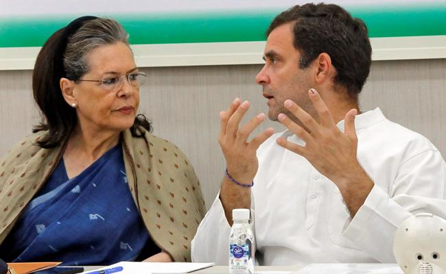 Sonia Gandhi Talks With Congress Rebel leaders - Sakshi