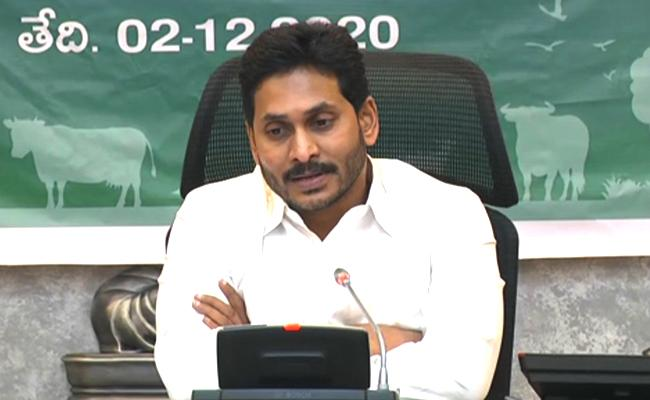 YS Jagan Inaugurates YSR Cheyutha And Distribution Of Cattle To Women - Sakshi