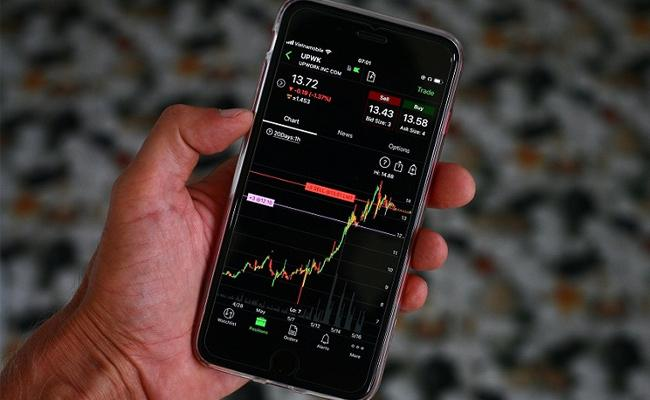 Market in volatile mode- Metal, realty up - Sakshi