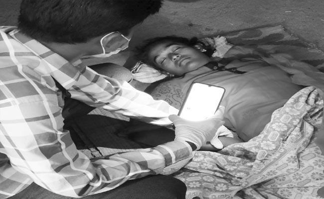 Young Women Suicide In Dharmapuri Jagtial District - Sakshi